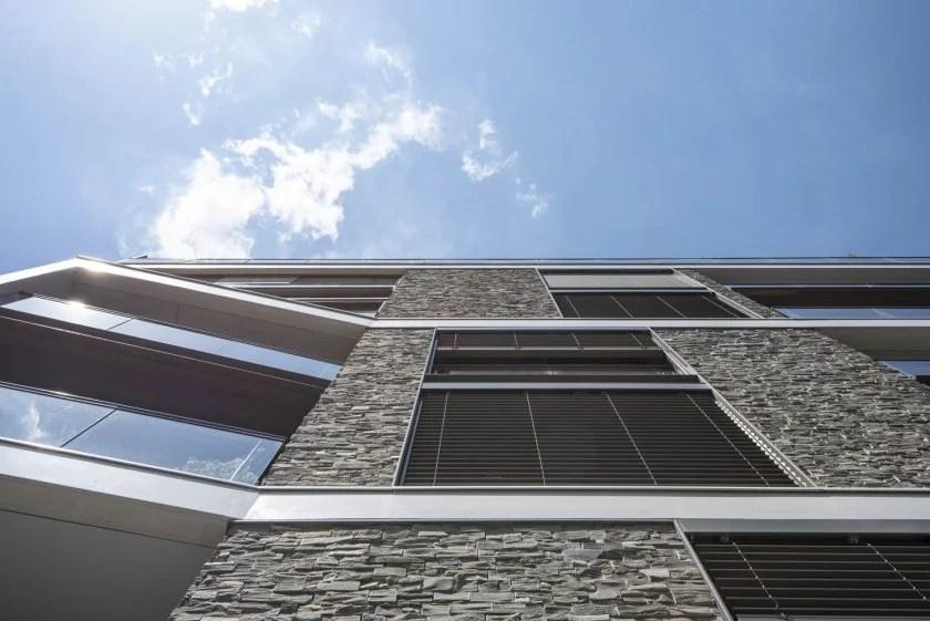 El edificio residencial RIVA: integración en un paisaje histórico gracias a la piedra natural del STONEPANEL®