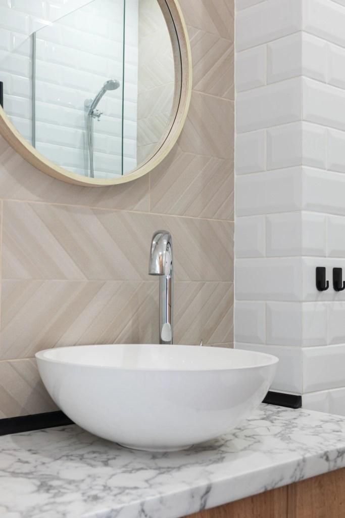 Espejo circular clásico para baño
