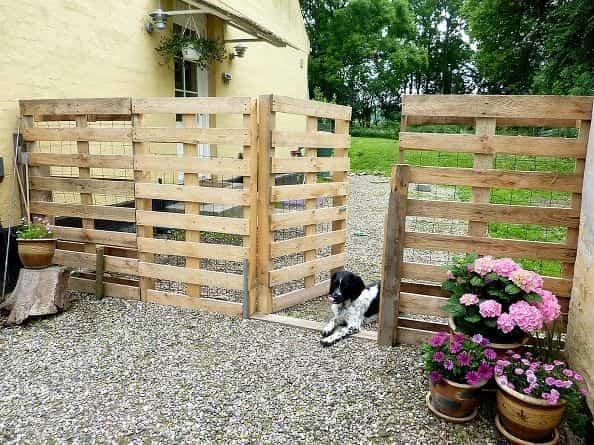reciclar palets de madera - vallas para mascotas