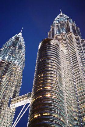 640px-Torres_Petronas_Mayo_2004