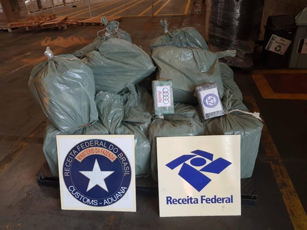 Receita Federal encontra 555 quilos de cocaína durante fiscalização no porto 1