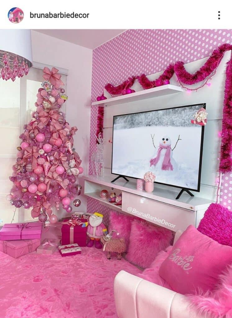 Conheça o mundo cor-de-rosa da Barbie humana de Guaratuba; veja as fotos 11
