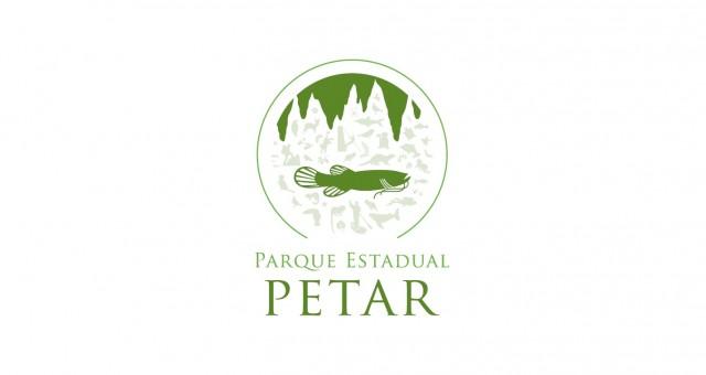 O logotipo oficial do PETAR apresenta um bagre cego em destaque.