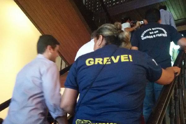 Comissão formada por guardas municipais, oficiais de Justiça e representantes da Prefeitura vistoriam o Palácio Felipe Camarão