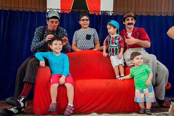 O Circo Tropa Trupe é a atração do Bosque em Cena, projeto que movimenta a manhã deste domingo (10h) no Parque das Dunas