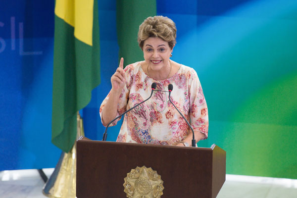 Dilma Rousseff sanciona a lei que foi aprovada no Congresso