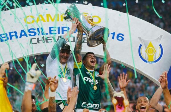 Resultado de imagem para fotos paulo nobre comemora título do brasileirão