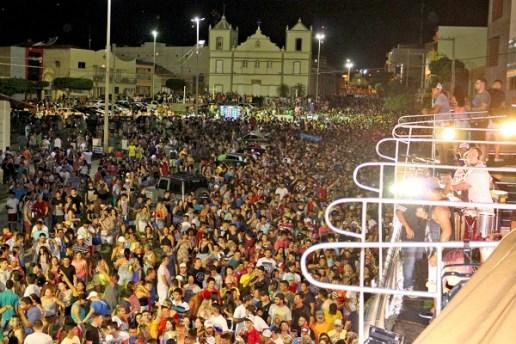Arrastão carnaval de Apodi reúne centenas de foliões