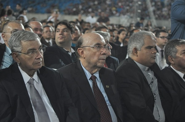 Ex-ministro assiste culto acompanhado do presidente estadual do MDB, senador Garibaldi Filho