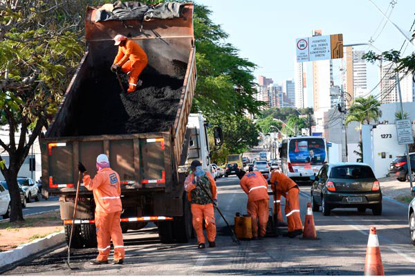 Prefeitura realizou tapa-buraco na Hermes da Fonseca como fase preliminar ao recapeamento