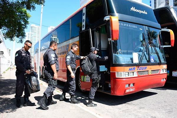Tropas da Polícia Militar embarcaram para o interior após orientações do comando