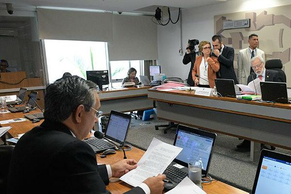 Comissão no Senado aprova, nesta quarta-feira (28), uso da maconha para fins terapêuticos