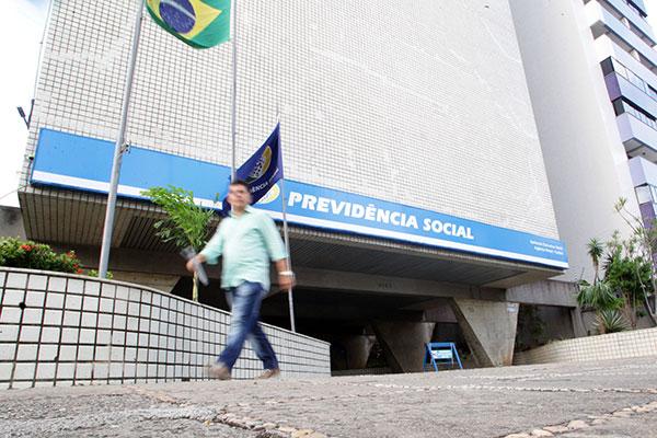Cálculo das aposentadorias por contribuição por parte do INSS será modificado após mudança na expectativa de vida dos brasileiros, calculada pelo IBGE