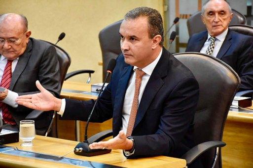 Kelps Lima diz que o governo deveria ter apresentado medidas urgentes para enfrentar a crise