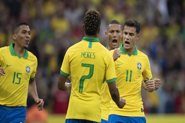 Phillipe Coutinho marcou o terceiro gol do Brasil de pênalti