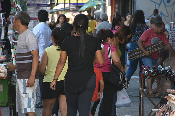 Comércio de rua, principalmente no Alecrim, dia de feira, terá abertura facultativa