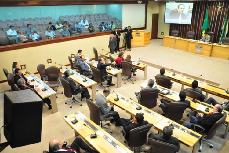 Deputados compareceram à Assembleia e, mesmo com alguns questionamentos, votaram a favor do projeto enviado pelo governo