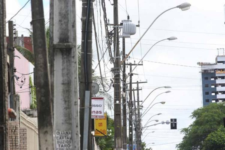 Em Natal, existem mais de 60 mil postes espalhados pela cidade, e esse número cresce a cada dia