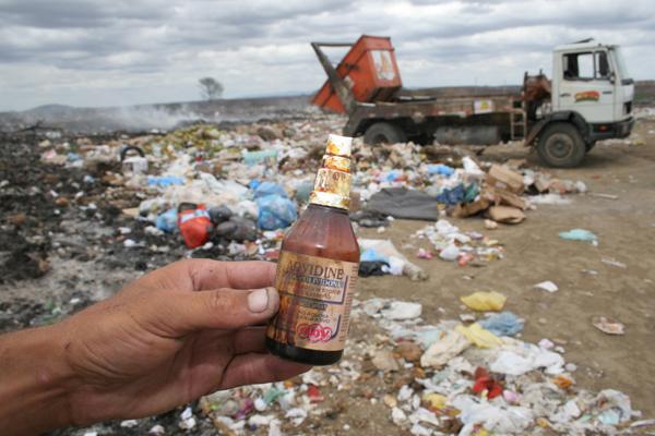 Nos lixões do interior, como em Caicó, não é difícil flagrar o descarte de medicamentos e lixo hospitalar