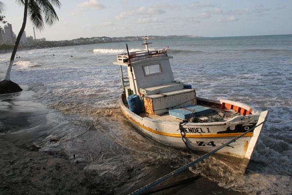 Nível da água deslocou barcos que estavam em terra firme