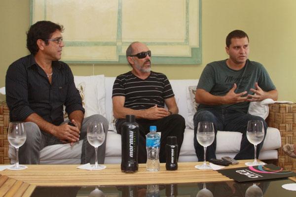 Armando Diniz, representante da Mormaii para o NE, o presidente da empresa, Morongo, e o diretor da Dore, Marcel Dore: parceria