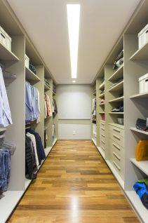 Detalhe do interior do closet.