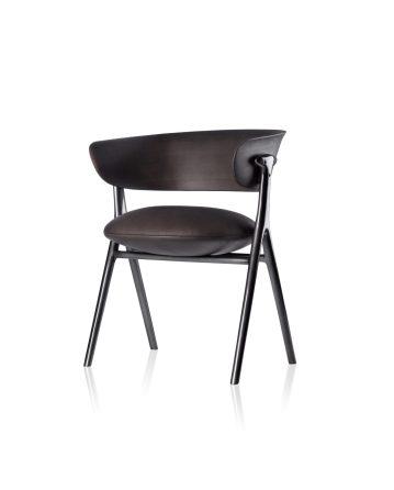 Acima, cadeira Olive feita em metal fundido - Jarder Almeida.