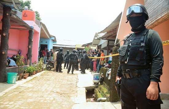 Densus_88_Kejar_ISIS_Di_Malang