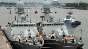 dua-kapal-perang-Rusia-di-pelabuhan-Iran