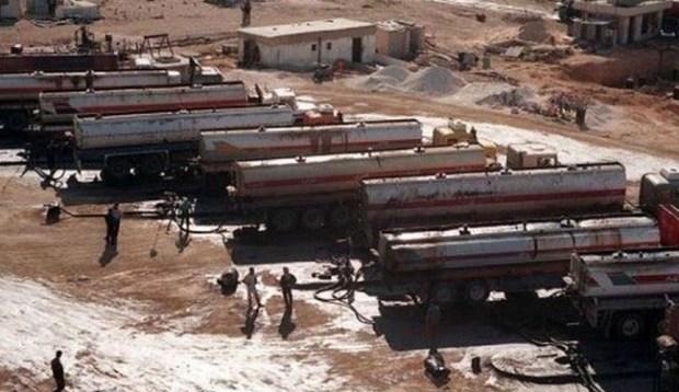 Truk-truk Pengangkut Minyak Hasil Jarahan ISIS yang akan dijual Ke Turki