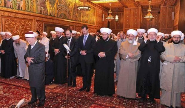 Para Ulama Suriah dan Bashar Assad Shalat Berjamaah