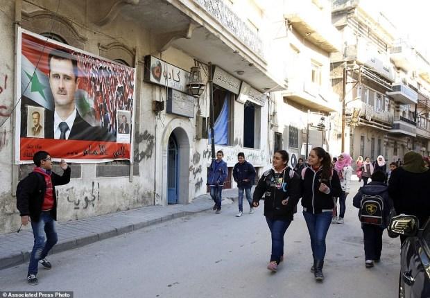 anak-anak Homs mulai bersekolah kembali