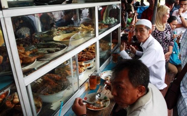 Jokowi Makan di Warteg