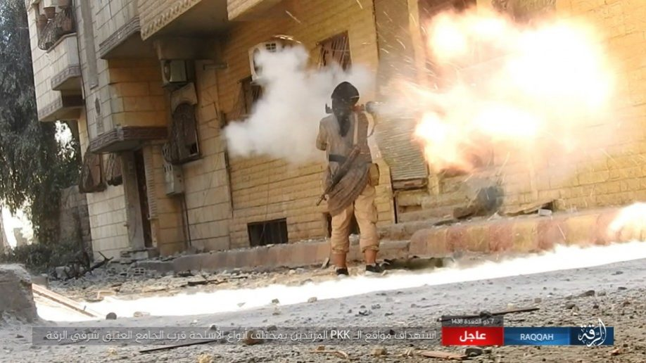 ISIS-fighter-with-RPG-in-Raqqa-918x516