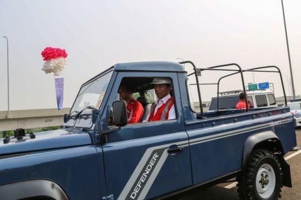 Jokowi naik Land Rover Defender