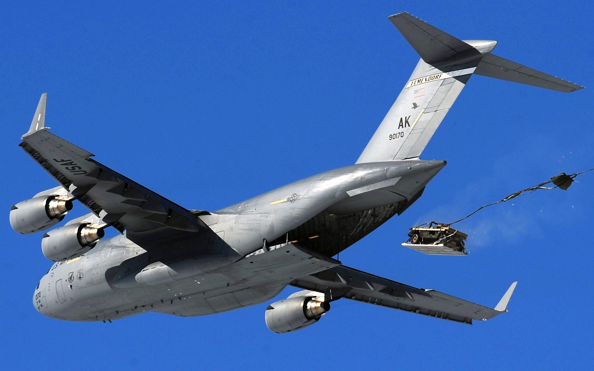 cargo-jet-c-17-airdrop-humvee-70347