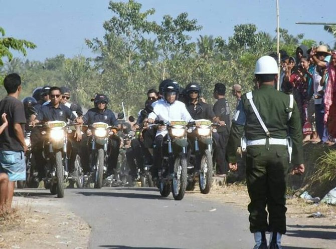 Keren! TGB Bonceng Jokowi ke Lokasi Posko Korban Gempa