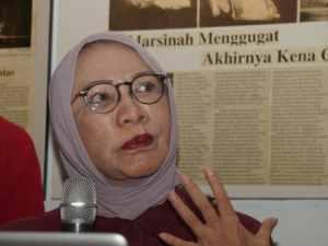 Ratna Sarumpaer Kabur