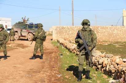 Militer_Rusia_Patroli_di_Manbij_01