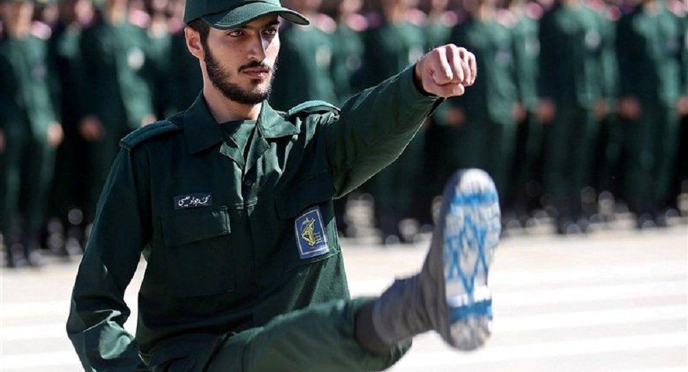 Zarif: AS Harus Minta Izin IRGC kalau Mau Lewati Selat Hormuz