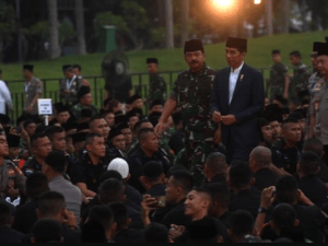Jokowi bersama TNI-Polri di Monas