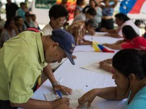 VIDEO: Rakyat Venezuela Antri Tanda-tangani Petisi Protes Sanksi AS