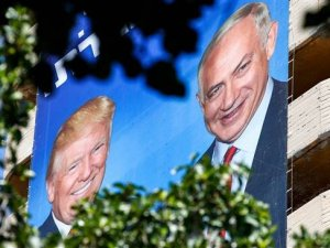 Baliho Trump dan Netanyahu