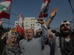 Tolak Intervensi, Massa Pengunjuk Rasa Bakar Bendera AS dan Israel di Lebanon