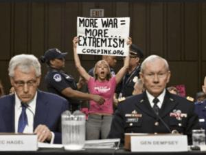 Pendiri Code Pink: Trump Juga Bersalah atas Kecelakaan Pesawat Ukraina
