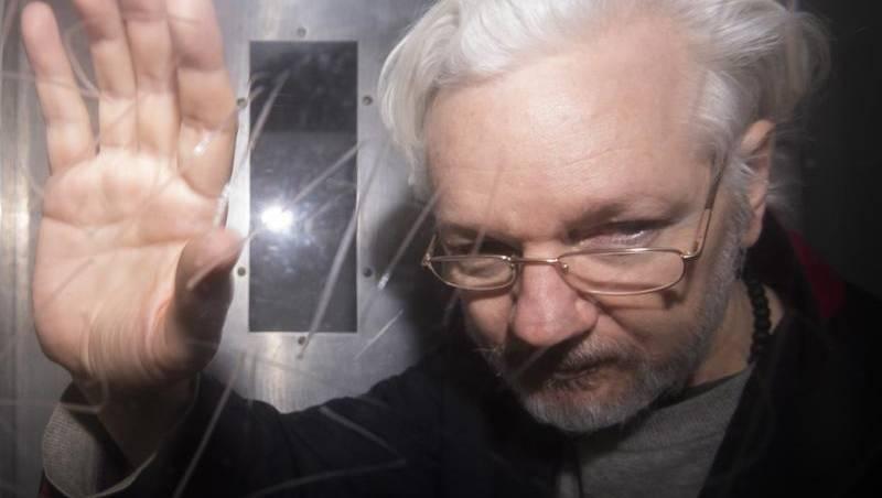 VIDEO: Pendukung WikiLeaks Demo Diluar Penjara Belmarsh, Tuntut Pembebasan Julian Assange
