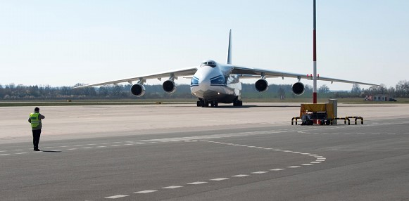 Pesawat Bantuan Rusia untuk AS