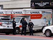Corona di AS: 50 Mayat Ditemukan Dalam Truk setelah Warga Cium Bau Busuk