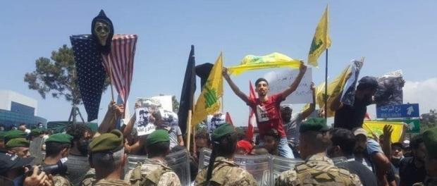 Protes Besar Sambut Kedatangan Komandan AS di Lebanon