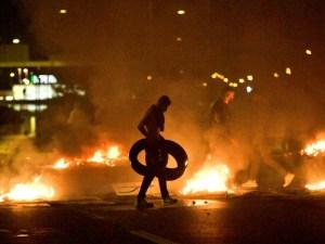 Pembakaran Al-Qur'an Picu Bentrok Hebat antara Pendemo dan Polisi di SwediaPembakaran Al-Qur'an Picu Bentrok Hebat antara Pendemo dan Polisi di Swedia